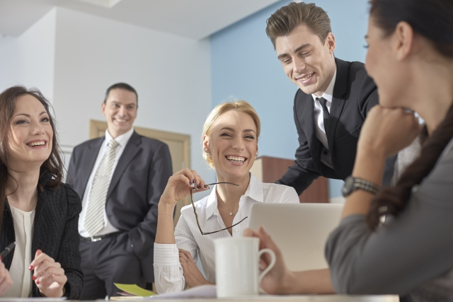 就職活動をする上で気になるホワイト企業とブラック企業の待遇の違い