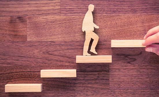 就活生は面接の際キャリアプランを聞かれ会社の方針とどうように働きたいかを具体的に問われる